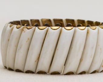 White and Gold Stretchy Diagonal Pattern Vintage Bracelet Bangle Costume Jewelry Cuff 7AR