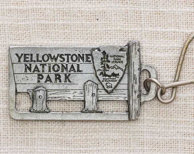 Yellowstone National Park Sign Vintage Keychain Studio Artworks Made in USA Silver Toned Key FOB Key Chain 7KC