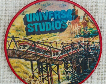 Universal Studios Vintage Button Lenticular Pin-Back Pin 7QQ