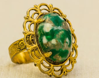 Green and Gold Vintage Ring Marbled Scalloped Cameo Style Filigree Band Adjustable Size 7RI