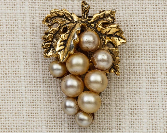 Gold Pearl Brooch Vintage Bunch of Grapes Dress Clip Costume Jewelry  6Y
