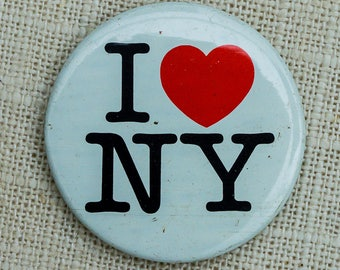 "Vintage I Love New York Button ""I Heart NY"" Classic Graphic Pin-Back Button Vtg Pin 7EE"