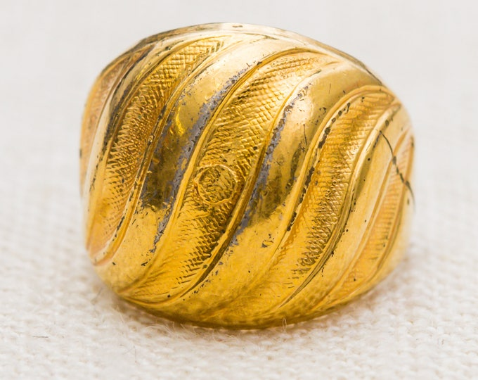 Wavy Textured Vintage Ring Gold Metal 10K Gold Filled US Womens Size 4 7RI