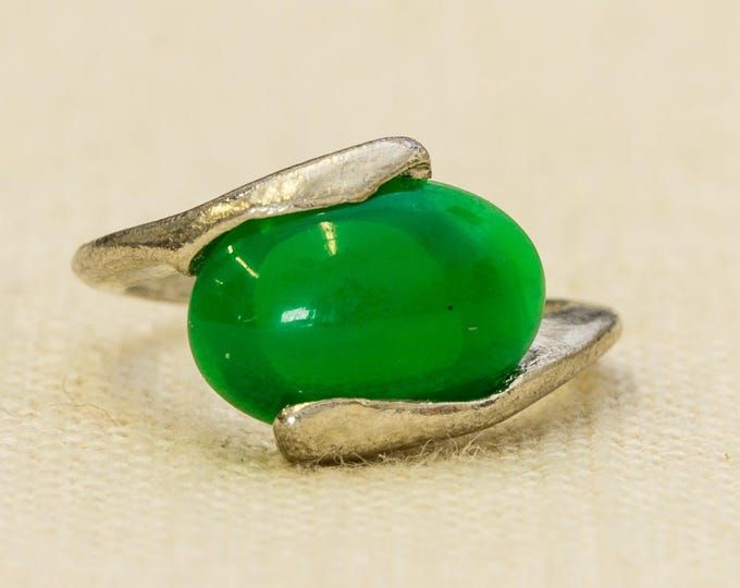 Green Vintage Ring Silver Metal Green Oval Cabachon US Womens Sizes 7RI