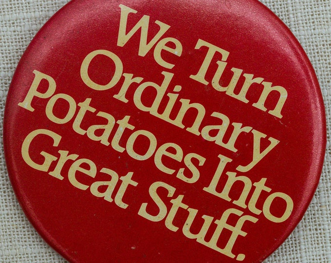 """Vintage Restaurant Server Button """"We Turn Ordinary Potatoes Into Great Stuff"""" Pin 7QQ"""