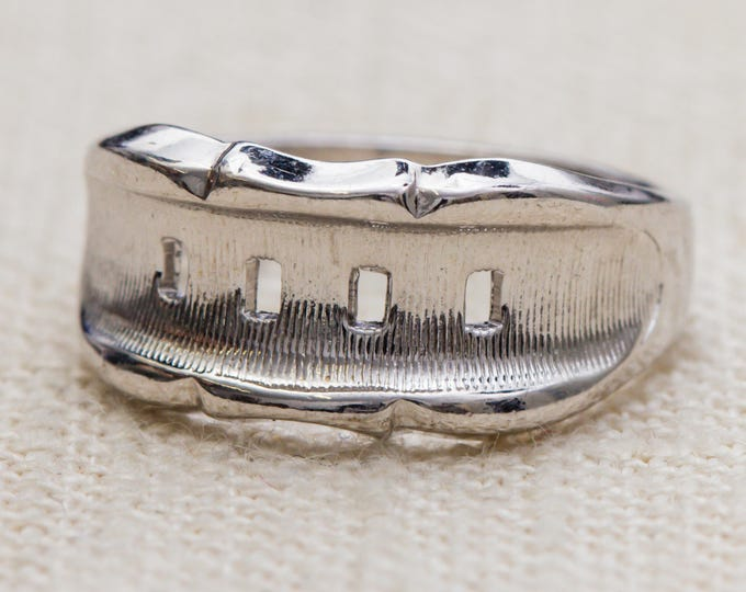 Simple Silver Vintage Ring Etched and Shiny US Womens Size 7 or 8 7RI