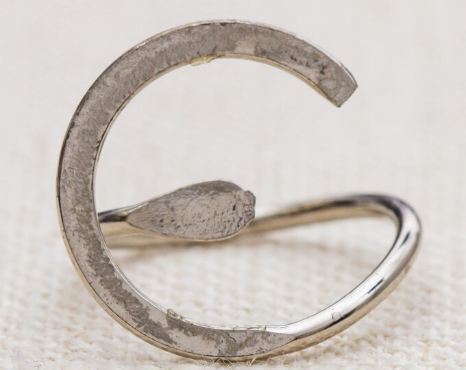 Abstract Silver Metal Vintage Ring Twisted Design Round US Womens Size 3 7RI