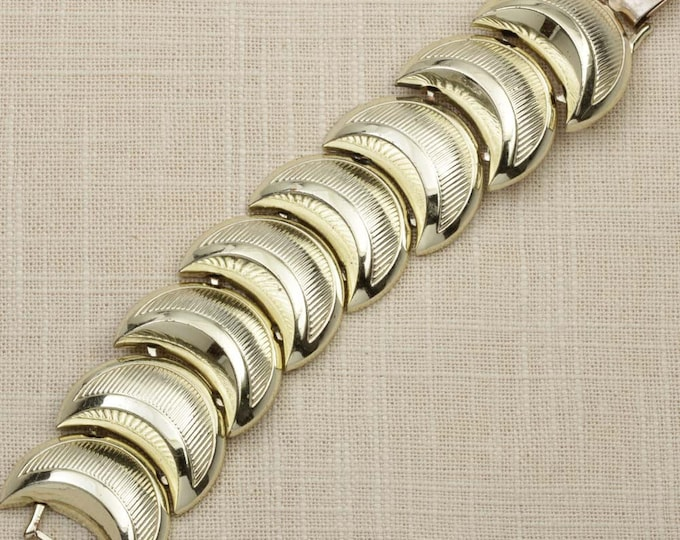 Cresent Moon Vintage Bracelet Gold Chunky Etched Chain Costume Jewelry 16S