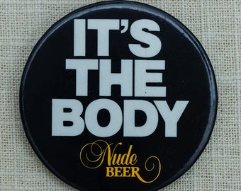 """Vintage Beer Button """"It's The Body"""" Nude Pin-Back Pin 7QQ"""
