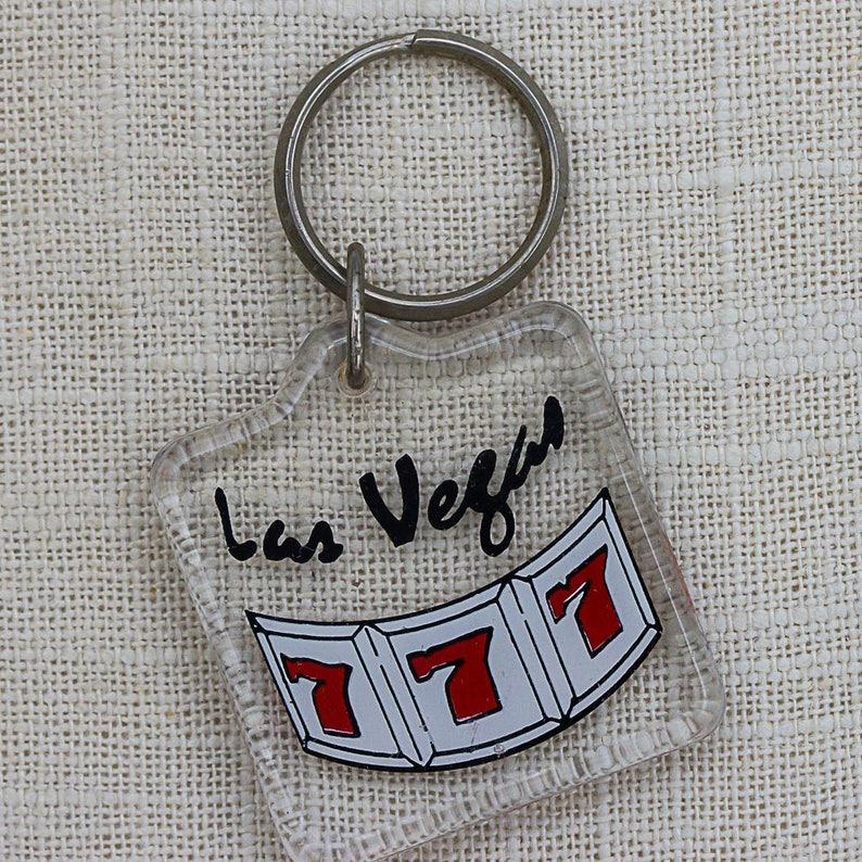 Las Vegas Keychain Vintage Lucky Number 7 Slot Machine Nevada image 0