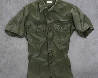 Green Army Jacket Short Sleeve Button Down Vintage Grunge Size Medium Vietnam Era 1970s Mens Womens Unisex 7W