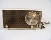 1950-60 Zenith Model n723 n724 AM FM Tabletop Tube Radio in Working Condition