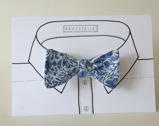 Freestyle Bow tie by Bagzetoile, blue cotton printed fabric to front with white linen reverse, for men / ships worldwide from France