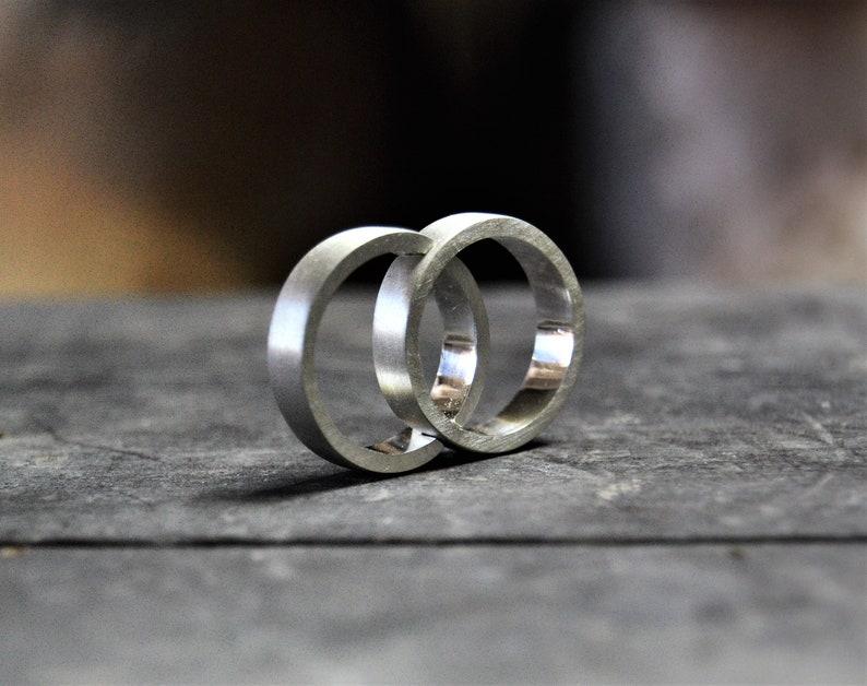 d694df8bc252 Anillos de boda clásicos Alianzas de plata Anillos de boda