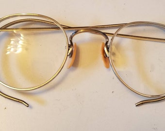 58903d4f864f Vintage wire rim granny glasses. Adorable granny glasses. Gold-tone wire rim  glasses