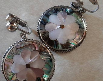 1919 Vintage Flowers ear clips mother-of-pearl mother and rhinestone Ref
