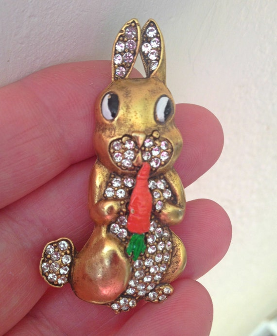 Vintage Easter Rabbit Pin 1970/'s Metal Easter Bunny Brooch with Pear Shaped Light Blue Rhinestone Children/'s Vintage Jewelry Vintage Brooch