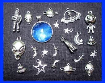 BULK 30 Alien charms antique silver tone P363
