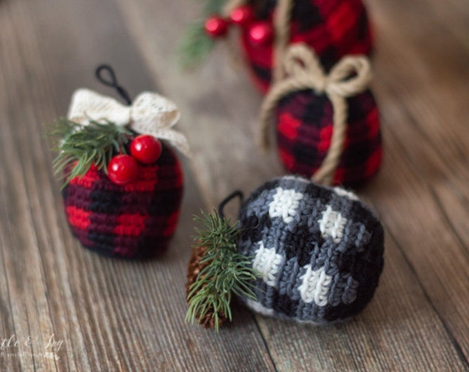 Crochet PATTERN DOWNLOAD Buffalo Plaid Ornaments Bauble PDF