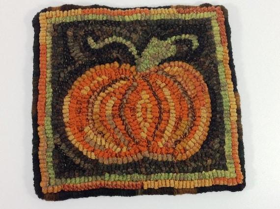 """Rug Hooking PATTERN, Pumpkin Mat, 8"""" x 8"""", P182, DIY Primitive Pumpkin Mat, Beginner Hooked Rug Pattern"""