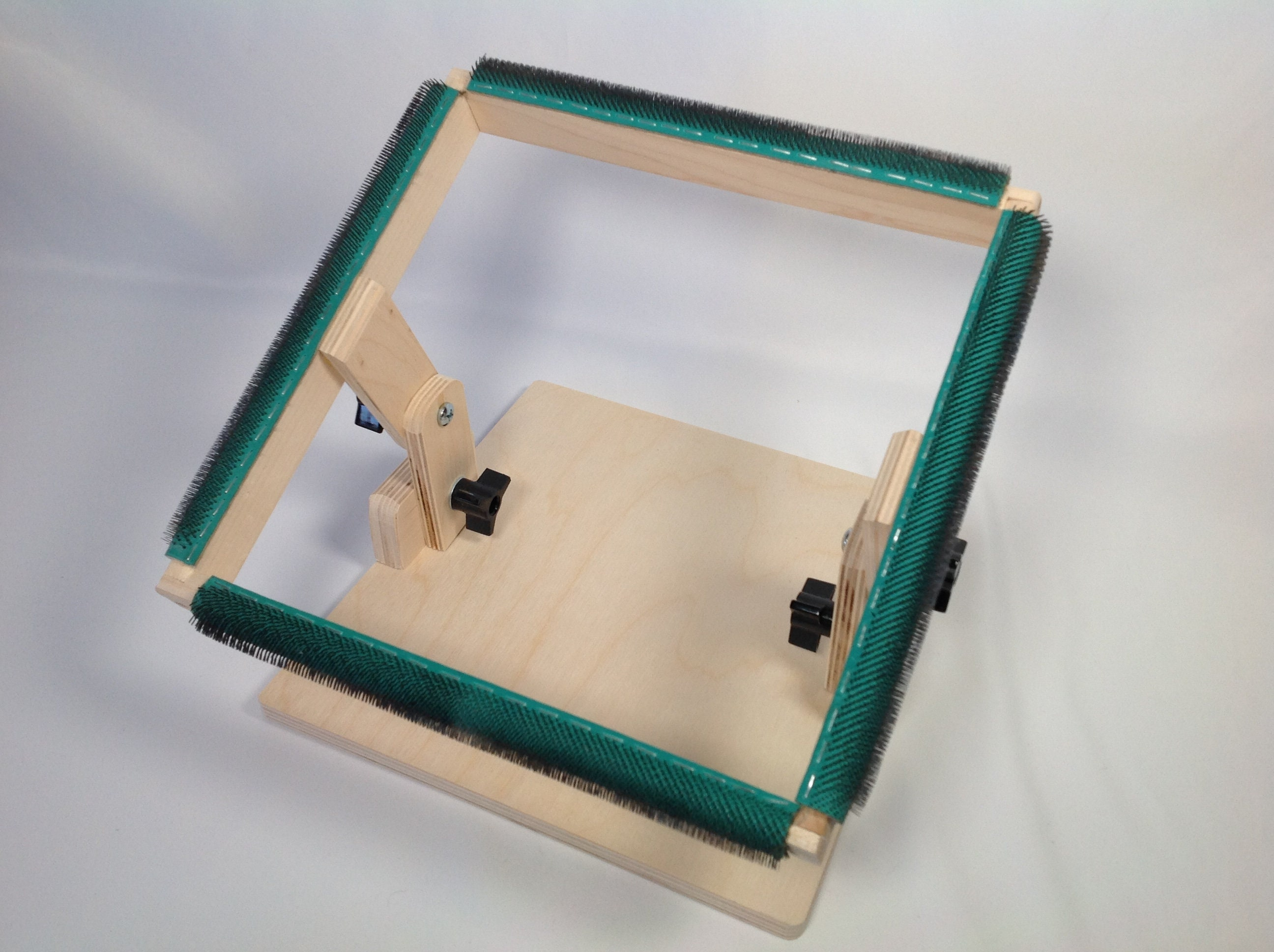 Rug Hooking Frame 10 X 10 With Gripper Strips For Rug