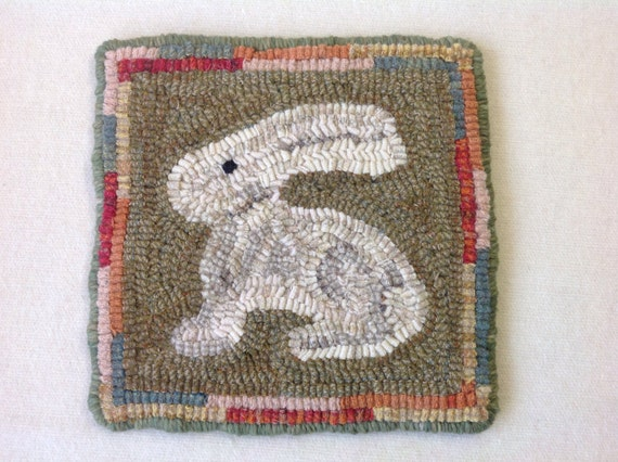 "Rug Hooking PATTERN, Bunny Mat, 8"" x 8"", P152, DIY Primitive Rug pattern, Wide Cut Rug Hooking"