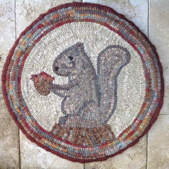 "Rug Hooking PATTERN, Woodland Squirrel Chair Pad or Table Mat, 14"" Round, J757"