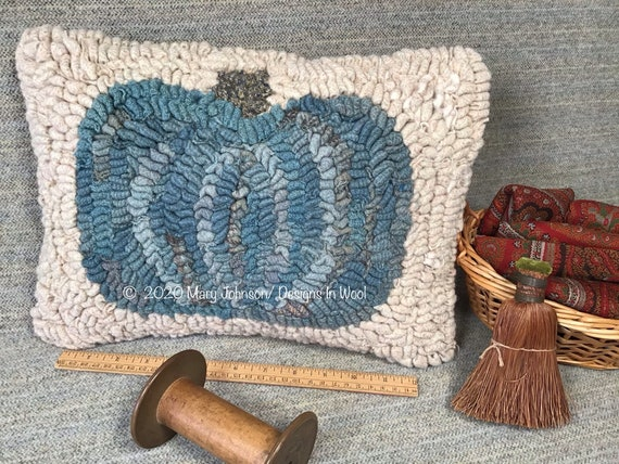 Blue Pumpkin, Hooked Rug Pattern on Primitive Linen, DIY rug hooking, P147