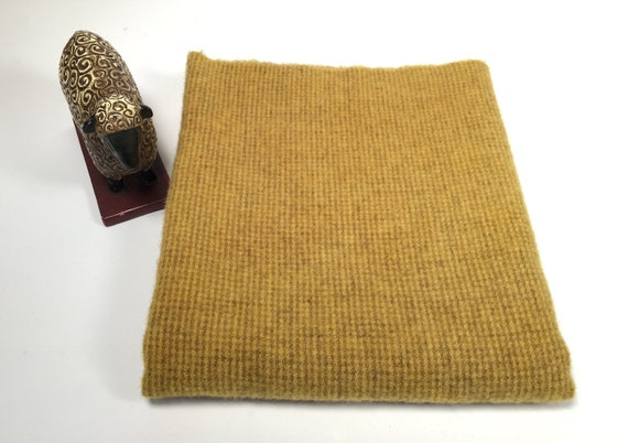 Fat 1/4, Rich Gold, Hand Dyed Rug Hooking Wool, Applique Wool, W525, old gold, primitive gold, mustard gold