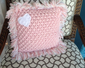 Knitted chunky pillow with fringe pink