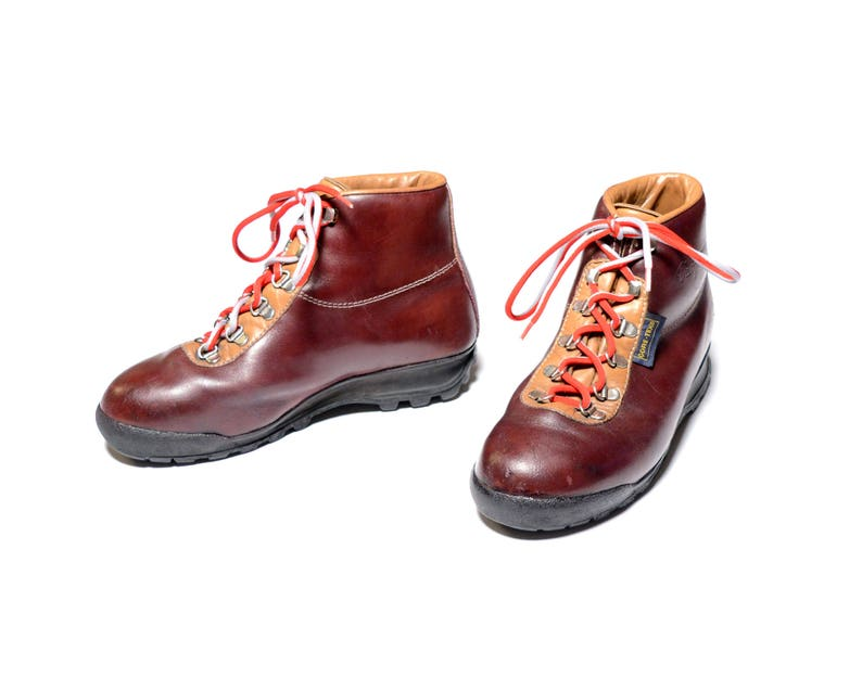 vintage 70s 80s Vasque hiking boots Made in Italy moutaineering boots hike  camp boot cordovan leather red lace Gore-Tex Sundowner men 6.5