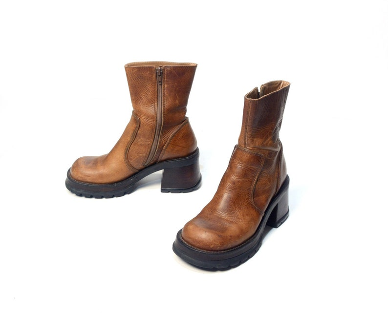 2891be0157e vintage 90s platform boots Steve Madden HOTT chunky grunge boot brown  distressed leather 1990 fashion style women size US 7B 7