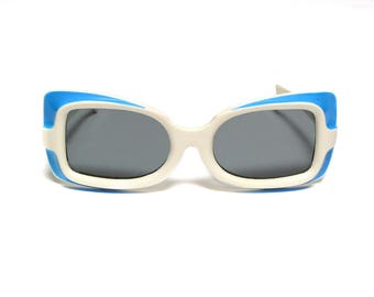 vintage 60s mod sunglasses white blue plastic square rectangle 1960 eyewear white plastic sunglasses oversize bug eye