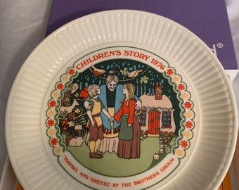 Vintage ROYAL DOULTON Christmas Plate FIRST EDITION 1977 w// Presentation Box