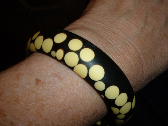 bakelite random polka dots bangle bracelet