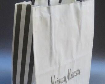 Neiman Marcus Shopping Bag White Gray Paper Raffia Top Handles Iconic Department Store Vintage Souvenir Tote Beverly Hills Font Logo Storage