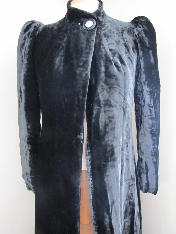 Antique // Black Velvet Silk Lined OPERA COAT // G