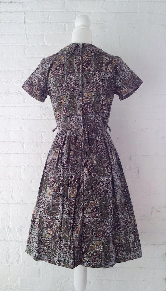 1960s Novelty Print Dress Vintage Fit and Flare D… - image 3