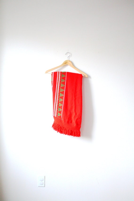 Vintage red christmas tablecloth // circle christm
