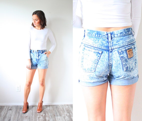 Vintage acid wash jean shorts // XS high waist jea