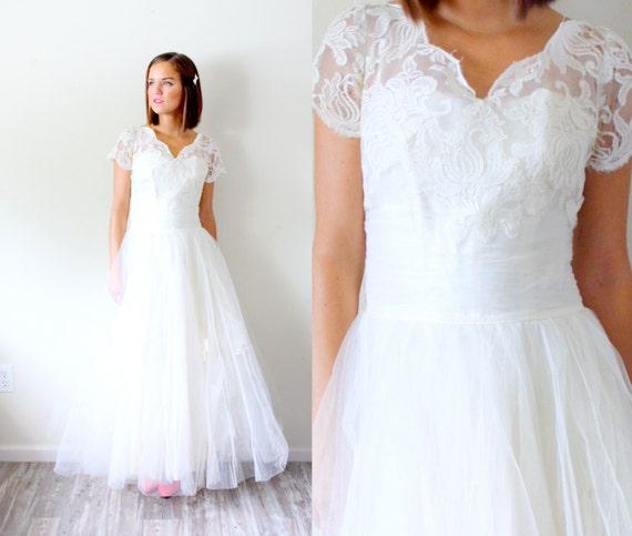 Vintage tea length lace wedding dress // tulle lac