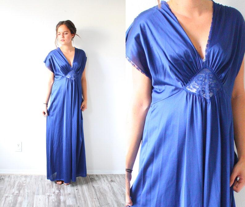 f0ea6518e444 Vintage cap sleeve dark blue nightgown dress // modest maxi   Etsy