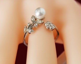 Cubic Zirconia Bridesmaids Ring, Sterling Silver Flower Ring, Pearl Wedding Ring, Bridal Ring, Perfect Gift for Bridesmaids, Pearl Ring