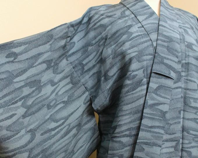 Japanese Vintage Kimono. Silk Robe. Aqua Water Design. (Ref: 1664)