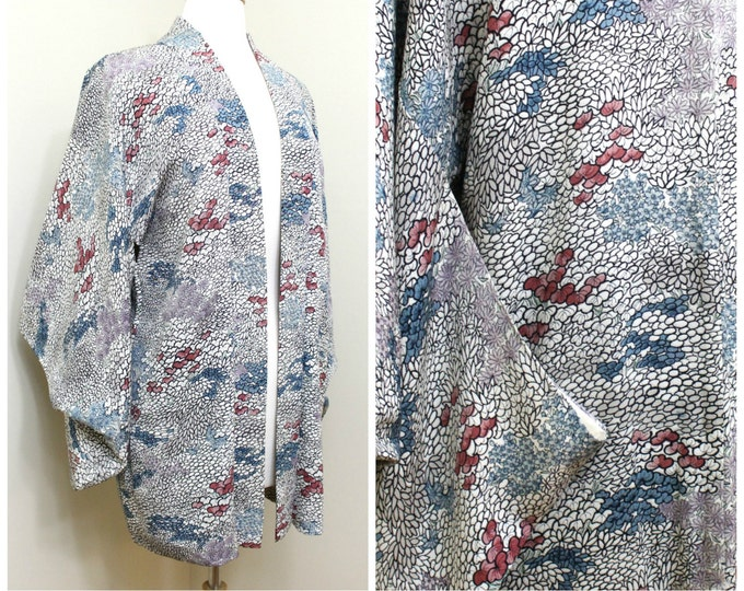 Japanese Haori Jacket. Vintage Silk Coat Worn Over Kimono. Floral Shapes in Blue Purple and Pink (Ref: 1198)