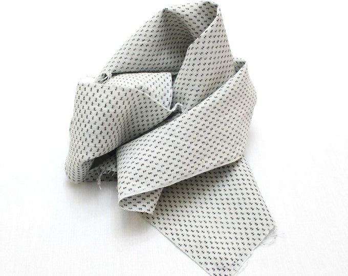 Japanese Vintage Hemp Ikat. Ka Gasuri Hand Loomed Linen With fine Black Detail on White. (Ref: 1255-1256)