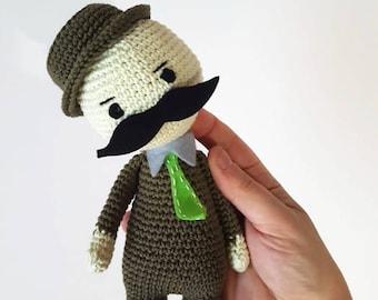 Hipster Häkelpuppe, Amigurumi Hipster, Charakter mit Schnurrbart und Hut, Opa Geschenk, Amigurumi Puppe mit Krawatte, Geschenk für ihn, Geschenk für Papa