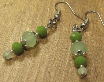 Dangling earrings in green tones