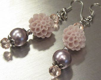 Dangling flower earrings with glass pearl beads