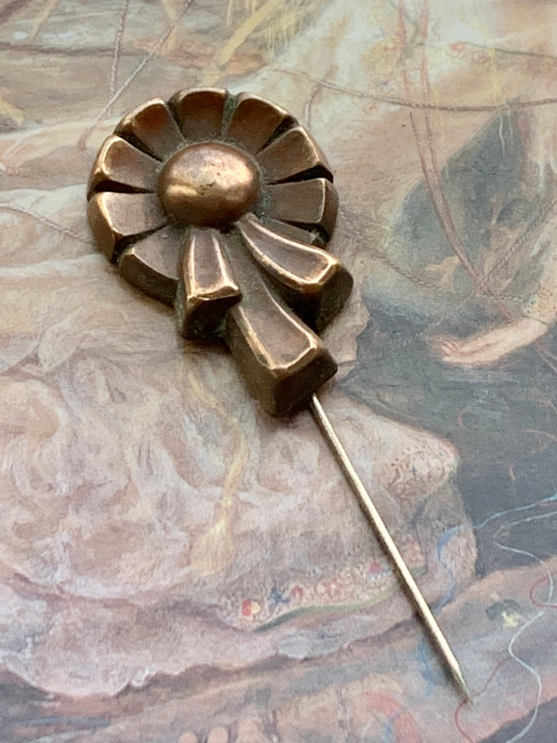 Vintage Ribbon Wreath OLD Stock Solid Brass Deco DECO Motif Original Stick Pin REF 439